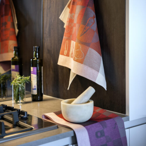 Küche Jacquard Tea Towel with mortar and pestle olive oil and rosmarin
